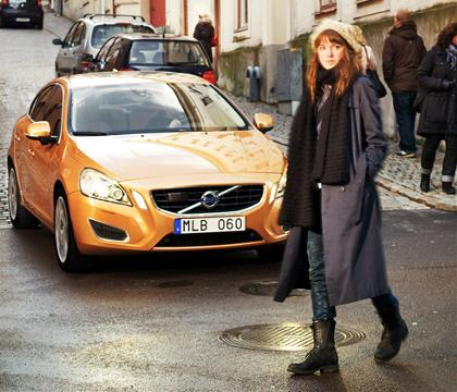 Volvo S60 stops for pedestrian